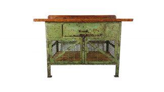 Grüne Vintage-Werkbank aus Stahl und Lochblech