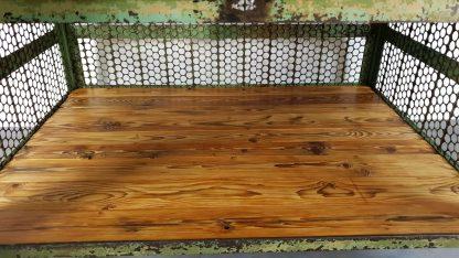 Vintage Werkbank grün - Ansicht Einlegeboden aus Altholzbrettern